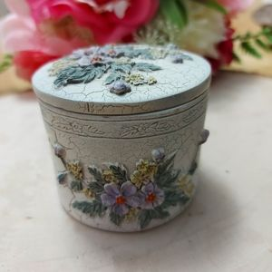 Cute pottery container/jewelry box